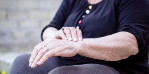 Problèmes d'articulation chez les personnes âgées